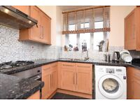 Dounesforth Gardens - A two bedroom property to rent in Earlsfield