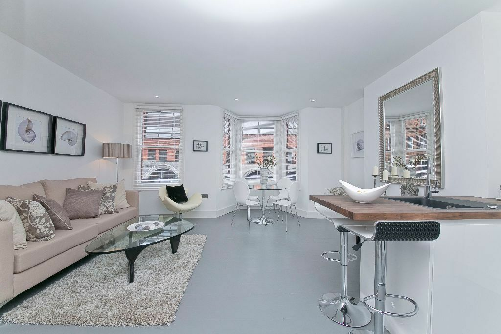TWO BEDROOM FLAT -MODERN- OPEN PLAN KITCHEN/RECEPTION - CLOSE TO TUBE