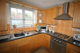 Large Luxury Apartment - Ensuite Bathroom - Fully Furnished - Free Wifi - Short Let Available