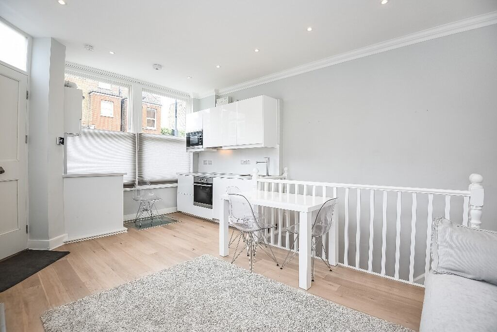A charming one bedroom flat situated on Munster Road, SW6