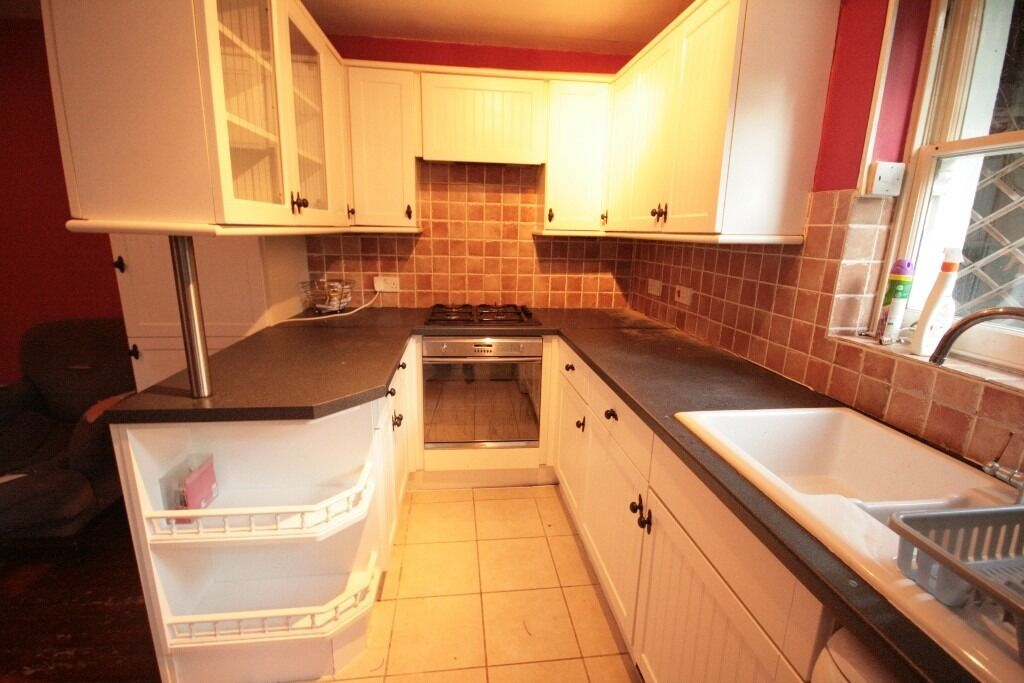 Popular, spacious 2 bed Oval flat with garden
