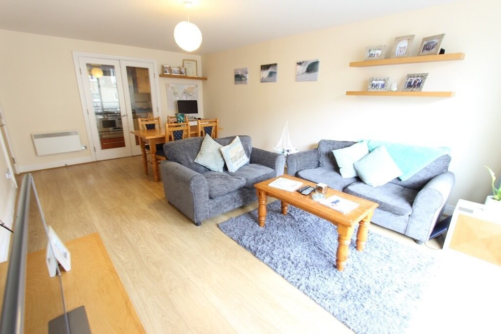 2 Double Bedrooms, Close to Eateries, River Bus, Tube, Train & More. Avail MID APRIL Battersea SW18