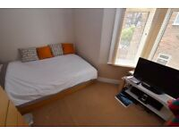 Lovely DOUBLE ROOM In Lovely Shared House w/ LIVING ROOM & GARDEN - Close To CENTRAL LINE Tube!