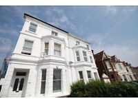*** 1 BED TOP FLOOR FLAT AVAILABLE TO RENT IN PALMERS GREEN, N13 - MODERN/REFURBISHED ***