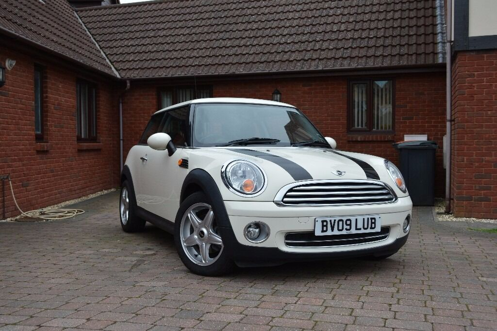 mint condition mini cooper in pepper white with chili pack in rogerstone newport gumtree. Black Bedroom Furniture Sets. Home Design Ideas