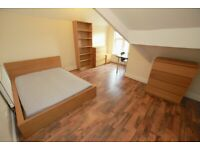 Large Double Bedroom available in 7 bed house-share, close to Sefton Park & Lark Lane. No Deposits