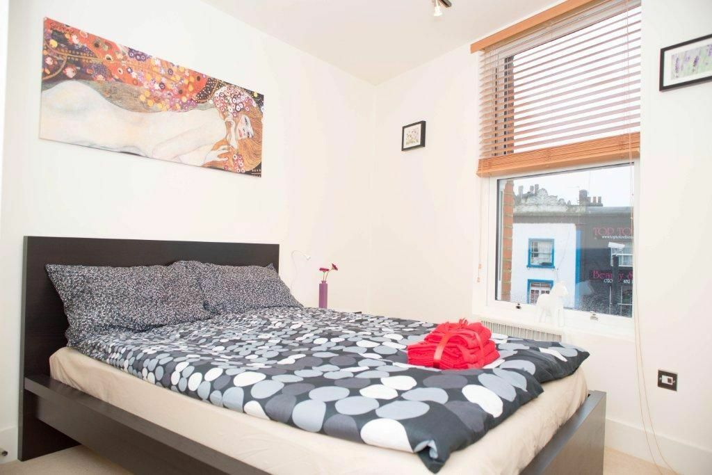 Modern, Refurbished 2 Bedroom Flat. Private Roof Terrace! Fitted kitchen with modern appliances £375