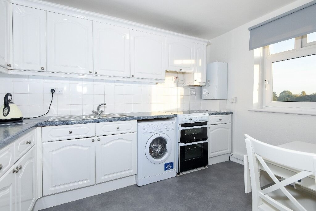 Two Double Bedroom Flat, Walmsley House, Tooting SW16, £1400 Per Month