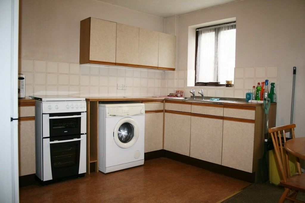 GIBSON ROAD RM8 - 2 bedroom house with allocated parking, walking distance to Chadwell Heath Rail St