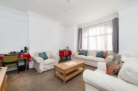 LOVELY 3 BED PROPERTY CLOSE TO BALHAM STATION WITH PRIVATE PATIO!