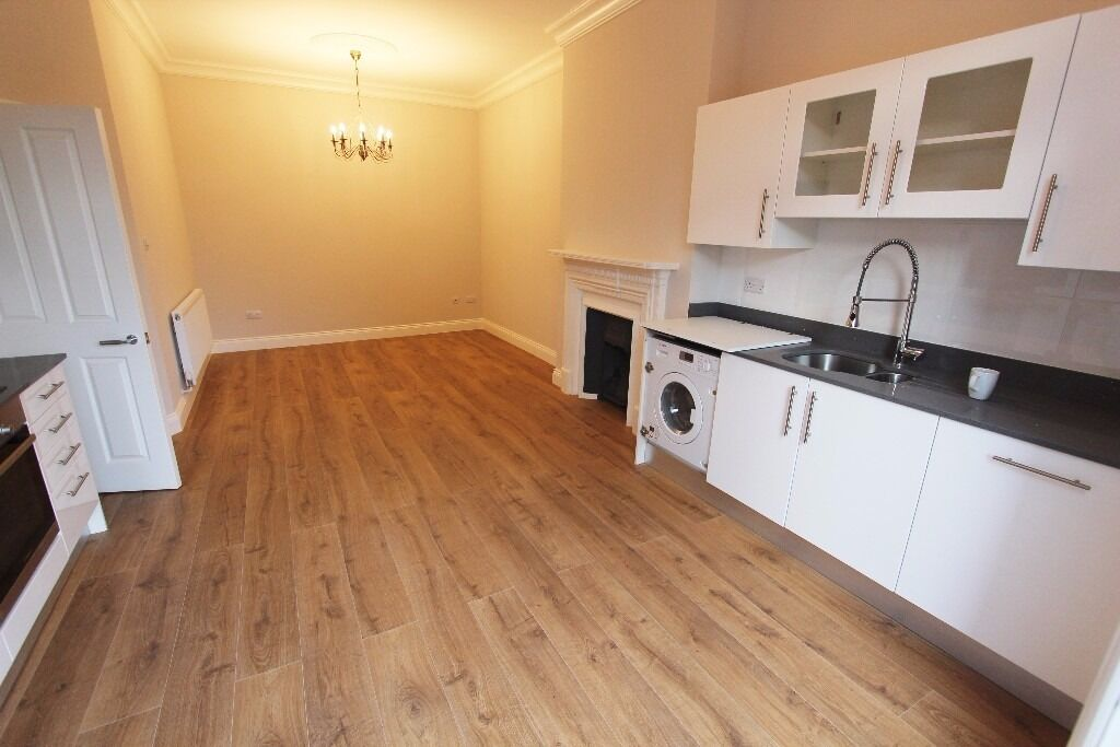 NEWLY RENOVATED 3 DOUBLE BEDROOM FIRST FLOOR CONVERSION AVAILABLE IN MUSWELL HILL N10