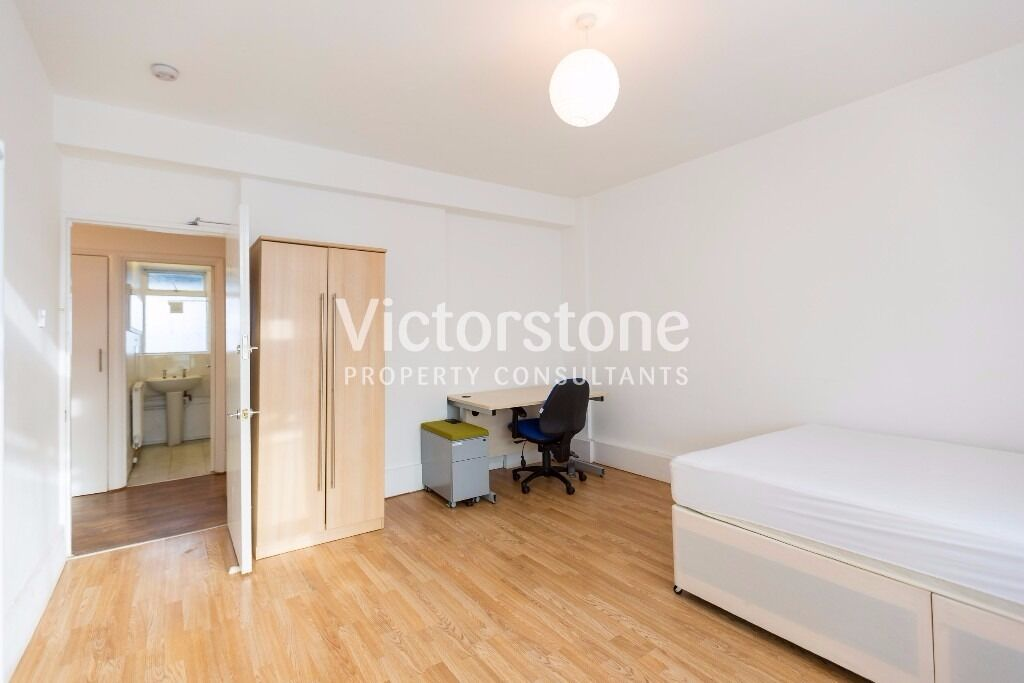 BEAUTIFUL THREE/FOUR BEDROOM FLAT LOCATED IN THE HEART OF CAMDEN TOWN- 570pw
