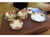 20 pieces of Royal Albert 'Old country roses'