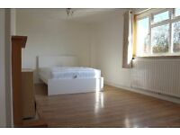 Incredible MASSIVE double room for a couple or friends! Bills in! Zone 2