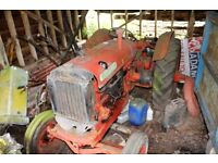 VINTAGE 1949 NUFFIELD UNIVERSAL M4 RED TRACTOR COMPLETE BUT NOT RUNNING BARN FIND