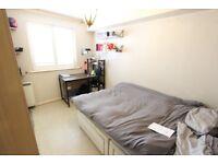 AVAILABLE Today!! 2 D BED, N13, N14, N21, EN4 Bright & Airy. Clean, Wood Flooring, Tube & Shops