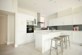 A Stunning Massive 3 x Bedroom Property on Finchley Road with Communal Gardens - 07473792649