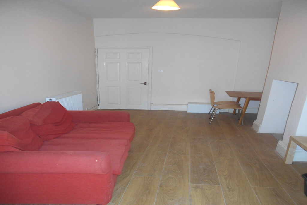 !!!IMMACULATE NEWLY RENOVATED ONE BED FLAT!!! MACKLIN STREET 495 !!!ALL BILLS INCLUDED!!!