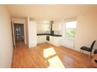 2 bedroom flat in Brentview House, North Circular Road, London, NW11