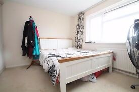 Park Hill Rise - FURNISHED 3 BEDROOM, STONES THROW AWAY FROM EAST CROYDON !!