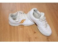 Saucony cheerleading trainers white/gold size 5