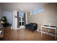 - Lovely 1 bedroom apartment right in E14! Only £305pw to move in before Christmas!