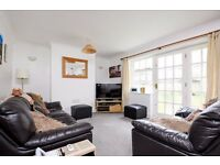 A bright and spacious two double bedroom purpose-built flat to rent in Southfields.