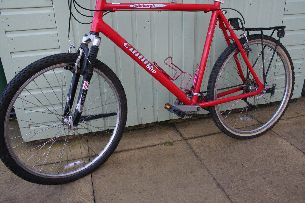 Cuillin 500. Cross-over bike. 22 1/2 inch frame. In very good condition