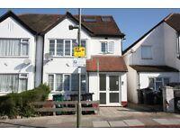 3 bedroom flat in Elmcroft Crescent, Golders Green, NW11