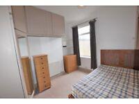 2-Bedroom Garden Flat to rent in Colliers Wood London SW19