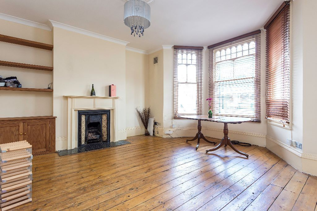 STUNNING 3 DOUBLE BEDROOM WITH SEPERATE RECEPTION AND GARDEN - LYNMOUTH ROAD N16 AVL NOW