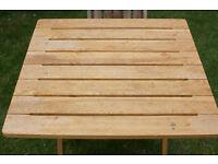 70x70 cm folding garden table.