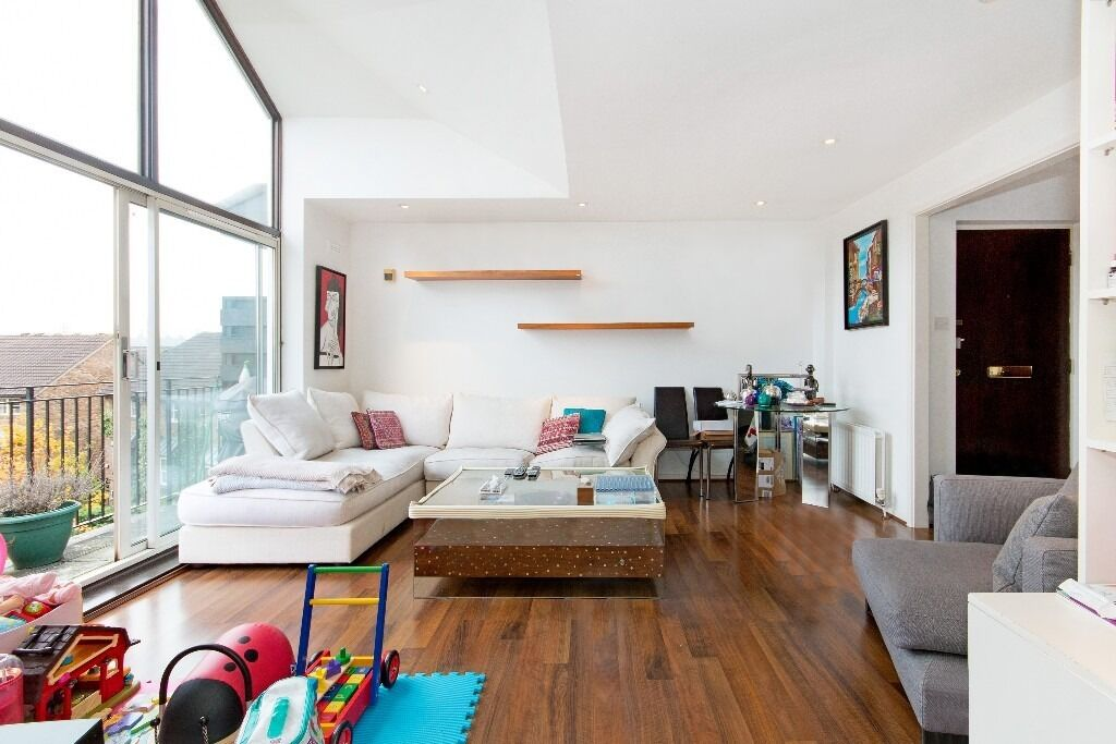 Stunning river views in this immaculate 2 bed - Battersea bridge