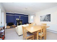 Spacious 2 Double Bedroom Flat with 2 En-suite Bathrooms in Hanwell