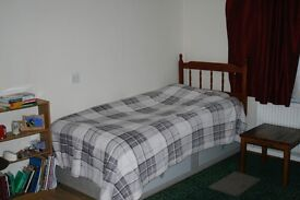 Double room, close to Bournemouth, Asda, Charminster 5 min wolking time