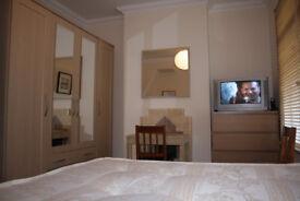 LARGE DOUBLE ROOM IN CLEAN AND MODERN HOUSE, 4 MIN WALK TOTTENHAM HALE TUBE, 3 BATHROOM, CLENAER