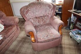 manual recliner chair in fabric. colour dusty pink. easy to use