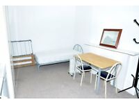 A wonderful double bedsit room is available now minutes from Earls Court tube station
