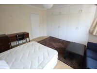 Golders Green. Private Landlord. Excellent Location. Wonderful and Spacious 2 Double Bed Flat.