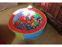 Circle Ball Pit with Colorful Plastic Balls