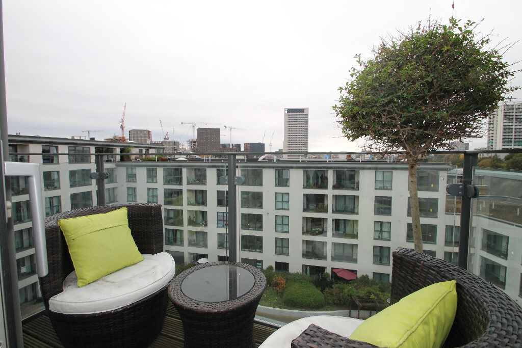 Wow Penthouse 1 Bed Flat With Private Balcony and City Views Gym Conceirge Kings Cross Islington