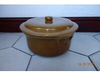 Clay Casserole Pot in Light Brown
