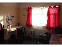Dbl room to rent in a friendly house in Firswood