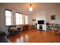 Bright & spacious, in excellent condition, three double bedroom purpose built flat in Crouch End
