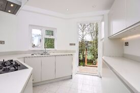 A stunning three bedroom maisonette to rent in Southfields