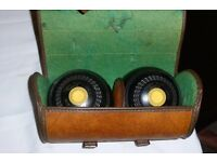 THOMAS TAYLOR (BOWLS LTD) VINTAGE PAIR OF QUALITY WOODS IN CARRY CASE