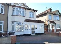 Large 5 bedroom house with 2 receptions available in Chadwell Heath RM