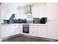 SE16/ SURREY QUAY !! STUNNING A MUST SEE 3 DOUBLE BEDROOM SPLIT LEVEL FLAT AVAILABLE NOW !!
