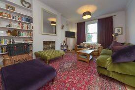 IMMACULATE 2 BEDROOM PROPERTY - PERIOD FEATURES - VERY BRIGHT + AIRY - GREAT LOCATION