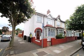 **LOOK NO FURTHER** FOUR BEDROOM HOUSE WITH LARGE GARDEN AVAILABLE NOW!! LOCATED IN TOOTING!!